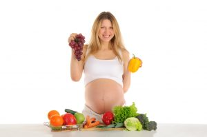 pregnant-woman-eating-healthy-foods